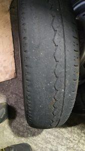 タイヤ片減り2