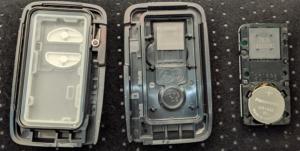 トヨタスマートキー電池交換時キーカバー分解後3分割