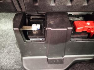 ヴォクシー補機バッテリーカバー装着状態
