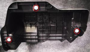 ヴォクシー補機バッテリーカバークリップ位置