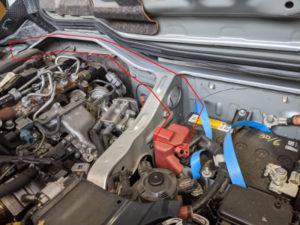 ハイエースディーゼル車バッテリー2個搭載ケーブル位置